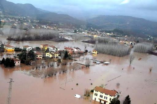 2009 area allagata dall'esondazione del fiume Serchio, a Santa Maria al Colle presso Lucca.